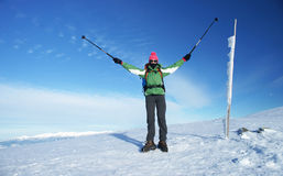 Женщина на отключении горы стоковое изображение