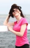 Женщина на пляже, ветреный день Стоковое Изображение RF