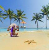 Женщина на пляже стоковое фото rf