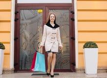 Женщина на покупке стоковое фото