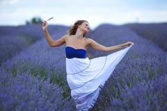 Женщина на поле лаванды Стоковая Фотография RF