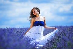 Женщина на поле лаванды Стоковые Фото