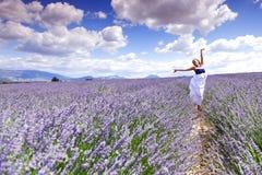 Женщина на поле лаванды Стоковые Фотографии RF