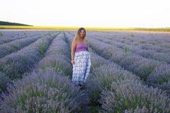 Женщина на поле лаванды Стоковое Фото