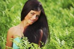 Женщина на поле цветка Стоковое Изображение RF