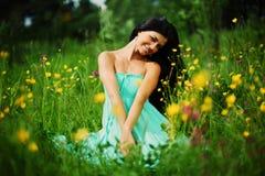 Женщина на поле цветка Стоковое Фото