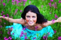 Женщина на поле цветка Стоковые Фотографии RF
