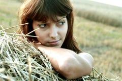 Женщина на предпосылке лугов Стоковые Изображения RF