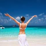 Женщина на пляже. Гидросамолет на предпосылке. Стоковая Фотография