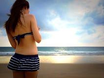 Женщина на пляже Стоковые Изображения