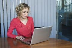 Женщина на работе Стоковое фото RF