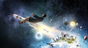 Женщина на ракете космоса Мультимедиа стоковые фотографии rf