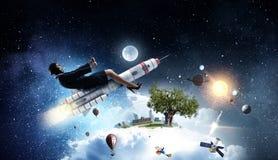 Женщина на ракете космоса Мультимедиа Стоковое Изображение
