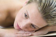 Женщина на спе Стоковое Фото
