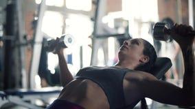 Женщина на спортзале акции видеоматериалы