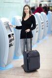 Женщина на счетчике проверки Стоковая Фотография RF