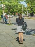 Женщина на шине стопа, Монтевидео, Уругвае Стоковые Фото