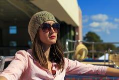 Женщина на шине Стоковое Фото