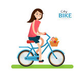 Женщина на bike Стоковая Фотография RF
