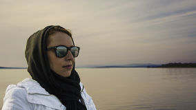 Женщина на seashore Стоковые Фото