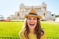 Женщина на venezia аркады в Риме, Италии Стоковое фото RF