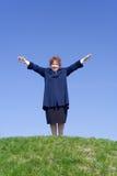 женщина неба холма Стоковые Фотографии RF