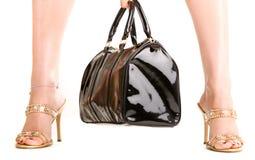 женщина ног сумки стоковое изображение rf