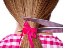 женщина ножниц волос вырезывания длинняя Стоковое Фото