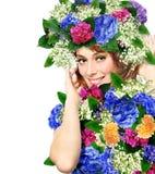 женщина нося крону цветков Стоковое Изображение