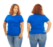 Женщина нося пустые голубые фронт и заднюю часть рубашки стоковое изображение