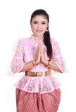 Женщина нося типичное тайское уважение оплаты платья Стоковое фото RF