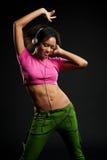 женщина нот жизнерадостного танцы слушая Стоковое Фото