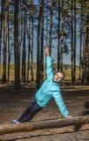 Женщина, образ жизни, природа, тренировка, свежий воздух, на открытом воздухе стоковая фотография