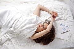 Женщина доброго утра красивая стоковые изображения rf