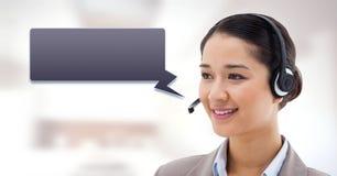 Женщина обслуживания клиента с пузырем болтовни стоковое фото rf