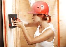 женщина обязанности плотника Стоковые Фотографии RF