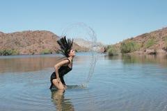женщина озера сексуальная Стоковые Изображения