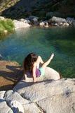 женщина озера gredos сидя Стоковое фото RF