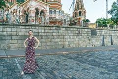 Женщина около собора стоковые изображения