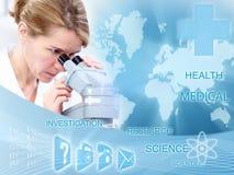 Женщина доктора в лаборатории. Стоковая Фотография
