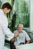 Женщина доктора и пожилой пациент Стоковая Фотография RF