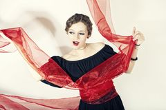 женщина орденской ленты черного платья красная Стоковая Фотография RF