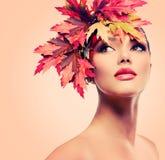 Женщина осени красоты Стоковое фото RF