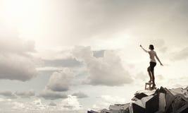 Женщина достигая руку вверх стоковые фотографии rf