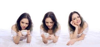 Женщина ослабляя на ее кровати в 3 представлениях стоковые фотографии rf