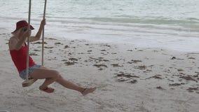 Женщина отбрасывая на Cote d'Or сток-видео