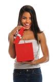 женщина отверстия подарка коробки Стоковые Фотографии RF