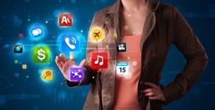 Женщина отжимая высокотехнологичные кнопки Стоковые Фото