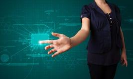 Женщина отжимая высокотехнологичный тип современных кнопок Стоковое Фото