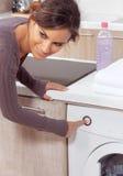 Женщина отжимая кнопку Стоковая Фотография RF